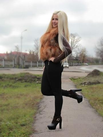 собраны лучшие красивая блондинка в белых сапожках соц сети неделю исчезла, оставив